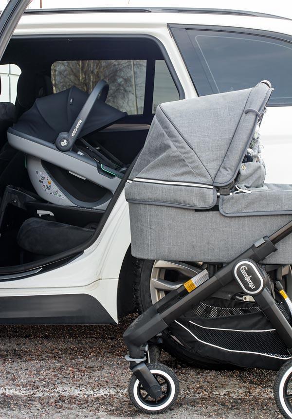 Vauvankaukalo ja lastenvaunut on käytännösä välttämättömyys